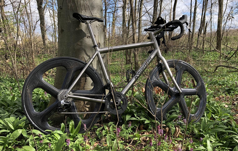 Hier gehts es zum Onlineshop für Titananbauteile, Rohloffantriebe und weiter Bikeparts aus Titan